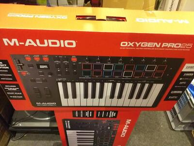 M-Audio Oxygen Pro 25  USB/MIDI-keyboard  med 25 key's, smart controls og auto-mapping.   Inkl. Software - Pro Tools First M-AUDIO EDITION, Ableton Live Lite, Hybrid 3.0